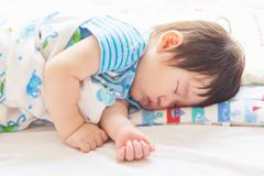 d7ea4e409ff28 睡眠中死亡の6割は○○寝!乳幼児のお昼寝で絶対NGな体位 - スゴいい ...